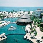 The beautiful pools and swim-up bar!!