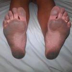 Så här såg fötterna ut efter att gått i rummet en timme efter deras så kallade städning