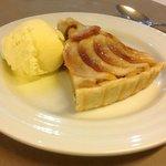 Apple tart & ice cream