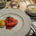 Salmone con patate in salsa bernese