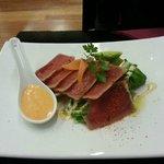 Tuna with salad and chilli mayo entree