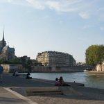 La Seine, et Notre Dame au fond d'aprés la rive gauche...