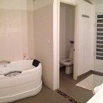 Salle de bain suite deluxe douche et baignoire