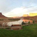la vue sur le Colorado depuis la terrasse du restaurant