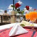 Disfruta de la hermosa vista y un delicioso desayuno...