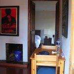 una parte della cucina, dietro la camera da letto