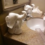 Isnt this just to cute lil elephants in the bathroom on the sink
