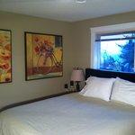 King unit bedroom