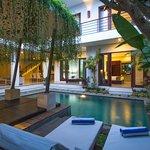 5Bedrooms Villa Exterior