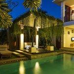 5 Bedrooms Villa