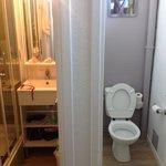 les wc aussi grand que les toilettes