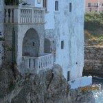 Balcon face à la mer de Polignano a Mare