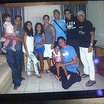 Con la Familia y los Amigos en la Habitacion