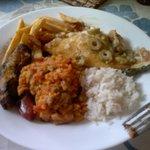 Pedimos junto uma porção de batata frita e arroz, que não estão inclusas no prato. E sobrou...