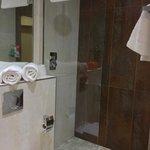 Bathroom (room 014)