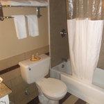 Salle de bain de la chambre 124 au 16 août 2013.