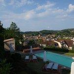 Vue de la piscine et sur Sarlat
