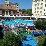 piscina e parco giochi