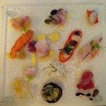 Gran piatto crudo di pesce e crostacei