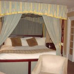 Four poster bed, Larwood Suite