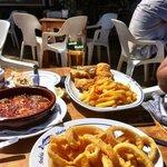 Gambas Pil Pil, Calamares, Rosada y Patatas Fritas