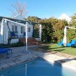 Varanda com acesso a piscina privativa