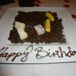 Gentileza do restaurante - docinhos com Happy Birthday