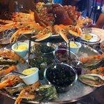 voilà un plateau de fruits de mer comme on a rarement vue à Caen une adresse que recommande serv
