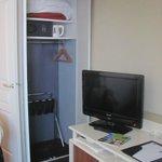 Habitacion comoda, limpia y funcional.