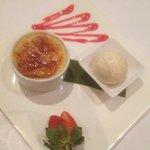 Creme brûlée with Vanilla bean icecream