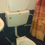 broken toilet, worst place to stay