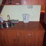 La zona cucina del miniappartamento al terzo piano