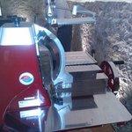 Schneidmaschine Berkel im Weinkeller