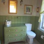 Gardener's Retreat ensuite (shower not shown but is on the left - plenty of room in shower cubic
