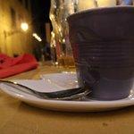 Del buon caffè in una tazzina sopra le righe!