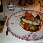le poisson de la marée au gingembre et petits légumes