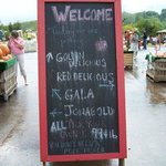 Welcome sign at Carter Mountain Orchard