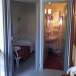 vista camera e bagno
