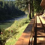 Front of lodge that overlooks the Rogue River..