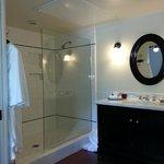Room 24, Ground level, bathroom