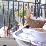 colazione servita sul terrazzo della camera