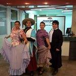 Grupo Folklorico Salteño en el Lobby