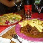 Saumon et viande, bière Rouge Flamant