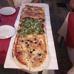 1-meter pizza på pizzeria i nærheten..