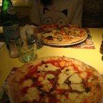 Le pizze: vegetariana e siciliana