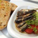 Sardinen mariniert mit Salatherz & pan y tomate