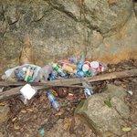 Détritus près de la cascade (excursion éléphants)