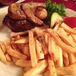 ottima bistecca con fegato d'oca