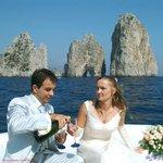 matrimonio con sfodo dei Faraglioni di Capri