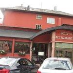 l'accueil, le restaurant et quelques chambres